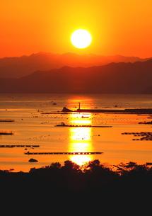 夕日眩しい 伊勢志摩 英虞湾の写真素材 [FYI00228805]