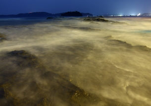 月明かり輝く 和歌山 枯木灘海岸の写真素材 [FYI00228880]