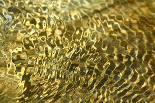 万華鏡のような夏の渓流美の写真素材 [FYI00228896]