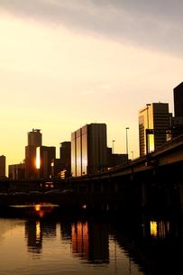 夕景色の大阪、堂島の写真素材 [FYI00228935]