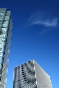 都会のビル、青空の写真素材 [FYI00228956]