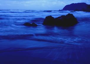 波動く日本海の冬の写真素材 [FYI00229008]