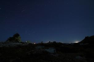 月明かりの和歌山、枯木灘海岸の写真素材 [FYI00229034]