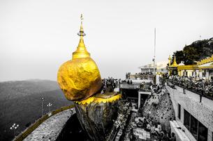 ミャンマー、ゴールデンロックの写真素材 [FYI00229171]