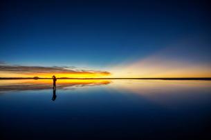 ウユニ塩湖、ボリビアの写真素材 [FYI00229183]