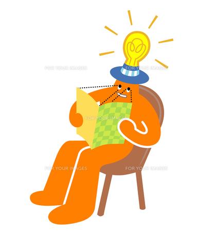 LED電球で読書の写真素材 [FYI00229759]