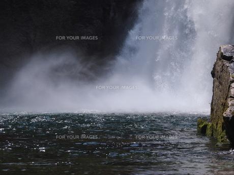 秋保大滝の滝つぼの写真素材 [FYI00229997]