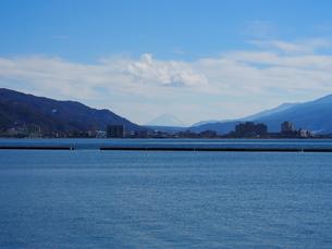 諏訪湖からの富士山の写真素材 [FYI00230112]