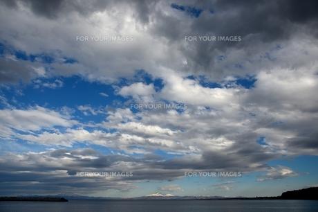 青空と斜里岳の素材 [FYI00230161]