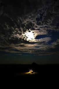 月明かりの写真素材 [FYI00230170]