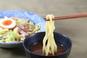 つけ麺 箸アップの写真素材 [FYI00230201]