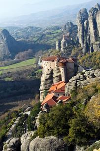 ギリシャ世界遺産、メテオラの修道院と奇岩群の写真素材 [FYI00230725]