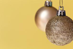 クリスマスのオーナメント、ゴールドの写真素材 [FYI00230729]