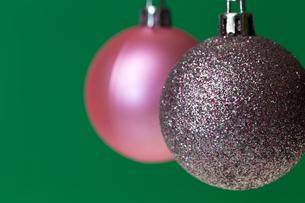 クリスマスのオーナメン、ピンクゴールドとピンクの写真素材 [FYI00230739]