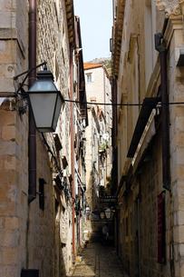 世界遺産クロアチア、ドゥブロヴニク旧市街の路地の写真素材 [FYI00230740]