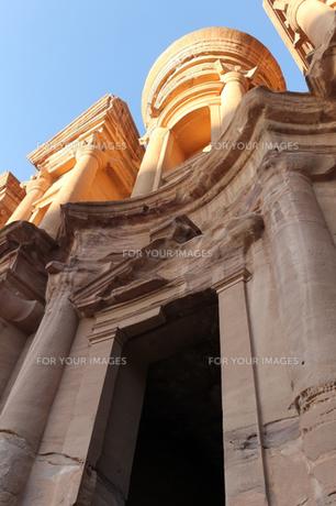 ヨルダン世界遺産ペトラの修道院近景の写真素材 [FYI00230767]