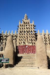 マリ世界遺産、泥モスクの門の写真素材 [FYI00230775]
