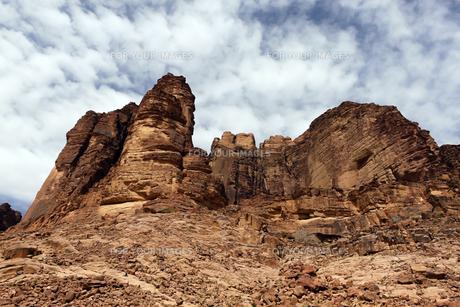 月の谷、ワディラムの巨石群の写真素材 [FYI00230841]
