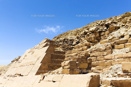 ウナス王のピラミッド外壁の写真素材 [FYI00230897]