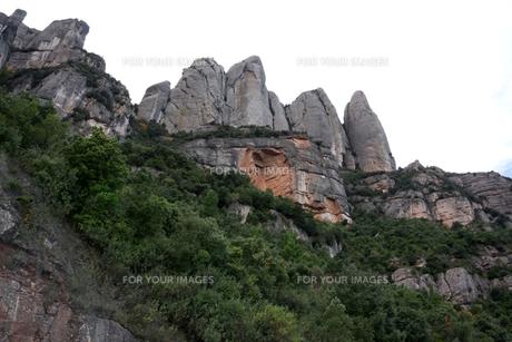 モンセラートのとがった山々の写真素材 [FYI00230924]