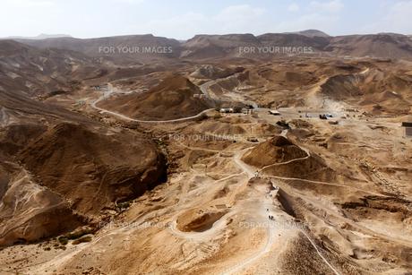 世界遺産マサダ要塞と山岳地帯の写真素材 [FYI00230964]