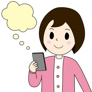 スマートフォンを見る女性の写真素材 [FYI00230973]