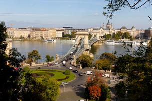 ブダペスト、ドナウ川に架かる鎖橋の写真素材 [FYI00230974]