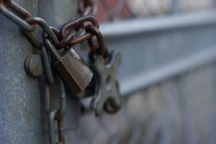 鎖と鍵の写真素材 [FYI00231126]
