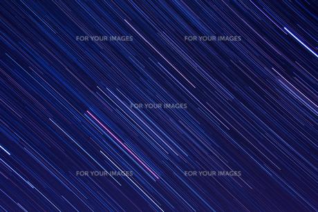 オリオン座の星の軌跡の写真素材 [FYI00231558]