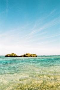 青空と海と島の素材 [FYI00231648]