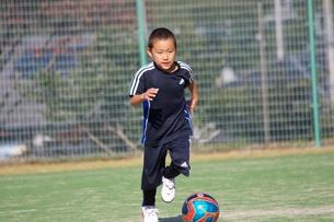 サッカー少年の写真素材 [FYI00231710]