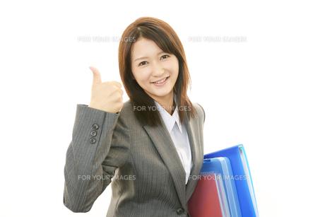 笑顔の女性の素材 [FYI00232038]