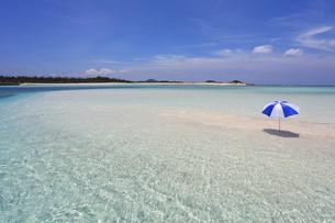 沖縄の美しい海と夏空の素材 [FYI00232039]