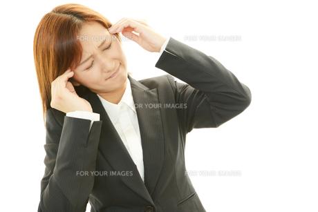 頭痛をうったえる女性の素材 [FYI00232060]