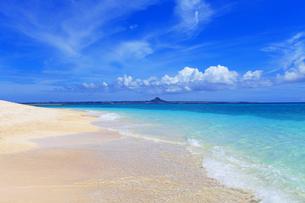 沖縄の美しい海と青空の素材 [FYI00232061]