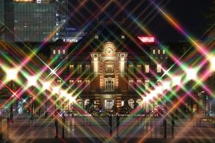 東京駅の夜景の写真素材 [FYI00232120]