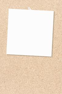 メモ用紙とコルクボードの写真素材 [FYI00232281]