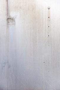 雨ざらしの金属板の写真素材 [FYI00232302]