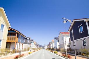 住宅街と道路の写真素材 [FYI00232432]