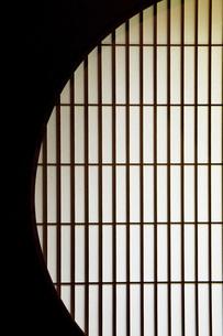 丸窓の写真素材 [FYI00232742]