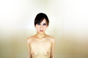 ヌード 若い女性の写真素材 [FYI00233114]