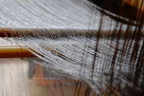 機織作業の綾棒の写真素材 [FYI00233476]