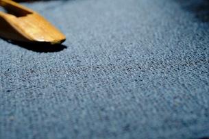 織布と杼(ひ)の写真素材 [FYI00233491]