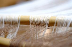 織り作業の綾棒の写真素材 [FYI00233555]