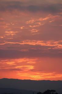 赤い夕焼けの空の写真素材 [FYI00234213]