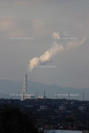 工場から出る煙の素材 [FYI00234225]