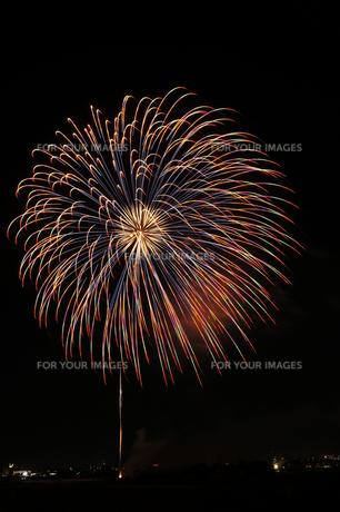 調布市花火大会 2012年 大輪のカラフルな花の素材 [FYI00234974]