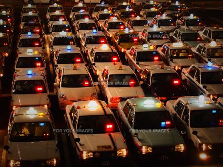 タクシー激戦区の写真素材 [FYI00235115]