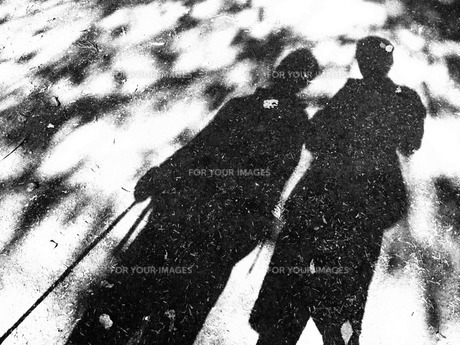 2人の影の写真素材 [FYI00235143]
