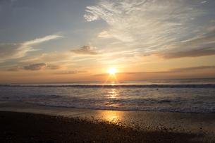朝の海岸の写真素材 [FYI00235211]